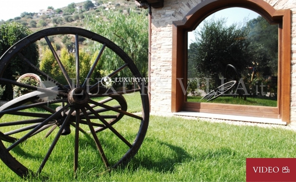 Villa with beautiful park and olive trees, swimming pool in Imperia