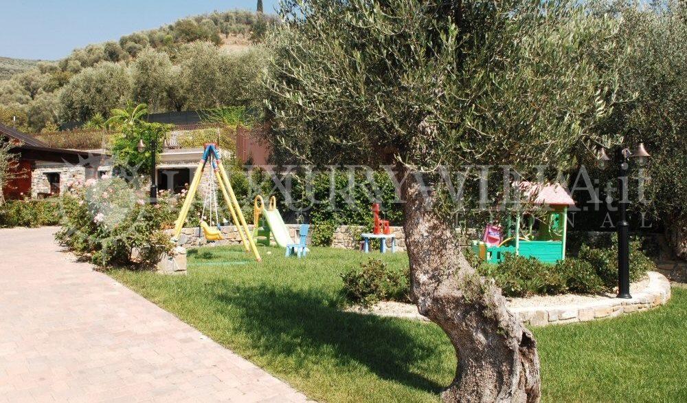 Villa con bellissimo parco ed ulivi, piscins, vicino al centro della citta,Imperia,Liguria,Italy (2)