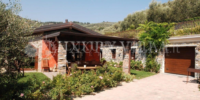 Villa con bellissimo parco ed ulivi, piscins, vicino al centro della citta,Imperia,Liguria,Italy (6)