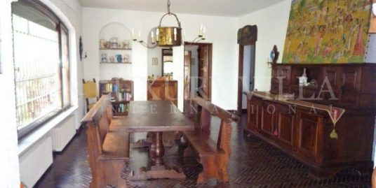 Villa with park and sea views in Bordighera